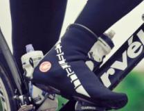 A cyclists foot with a Castelli Overshoe being worn