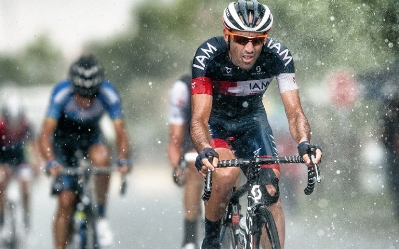 A cyclist from a race team which is sposored by Mulebar in action