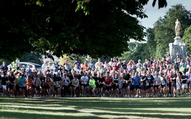 A large group of people beginning a parkrun
