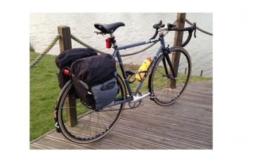 Bike equipped with Altura pannier