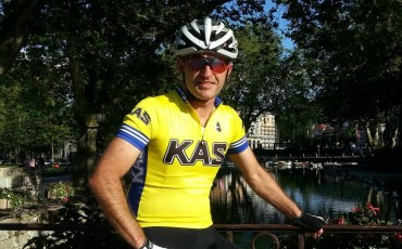 Image of Richard Pearman cycling in Etxeondo kit