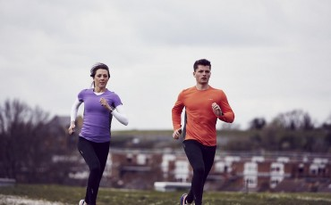 image of two runners